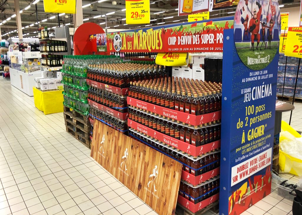 Support de communication PLV îlot en arche en grande surface chez Jumbo Score