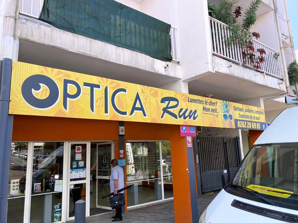 ENSEIGNE Opticarun devanture magasin